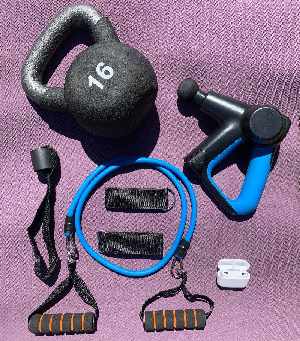 Klikk på bildet for å forstørre. Massasjepistol er en naturlig del av treningsutstyret til mange idrettsutøvere, fysioterapeuter og kiropraktorer.