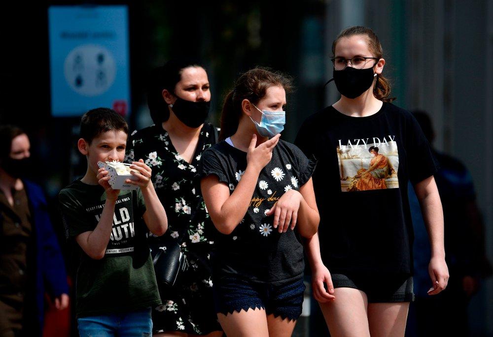 Klikk på bildet for å forstørre. STRAMMER INN: Belgia varslet mandag en rekke nye og strenge smitteverntiltak for å bremse ned den andre smittebølgen som nå rammer landet. Belgiere får nå møte maksimalt fem personer utenfor sin egen familie.