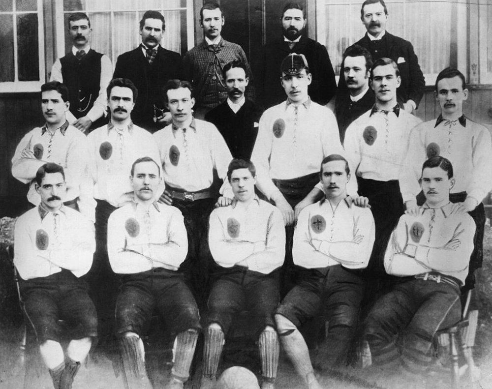 Klikk på bildet for å forstørre. Celtic FC 1887: Johnny Coleman, James McLaren, James Kelly, Neil McCallum, Mick McKeown.