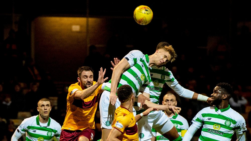 Klikk på bildet for å forstørre. Kristoffer Ajer i februar for Celtic mot Motherwell