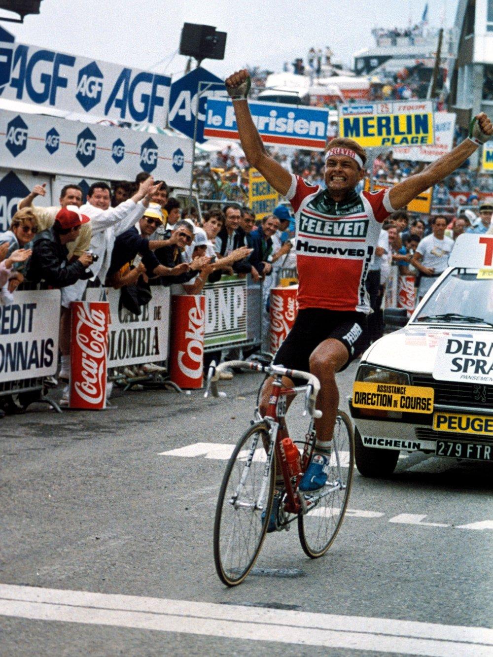Klikk på bildet for å forstørre. HISTORISK DAG: Dag Otto Lauritzen passerer målstreken som vinner av den 14. etappen i Tour de France, tirsdag 14. juli 1987.