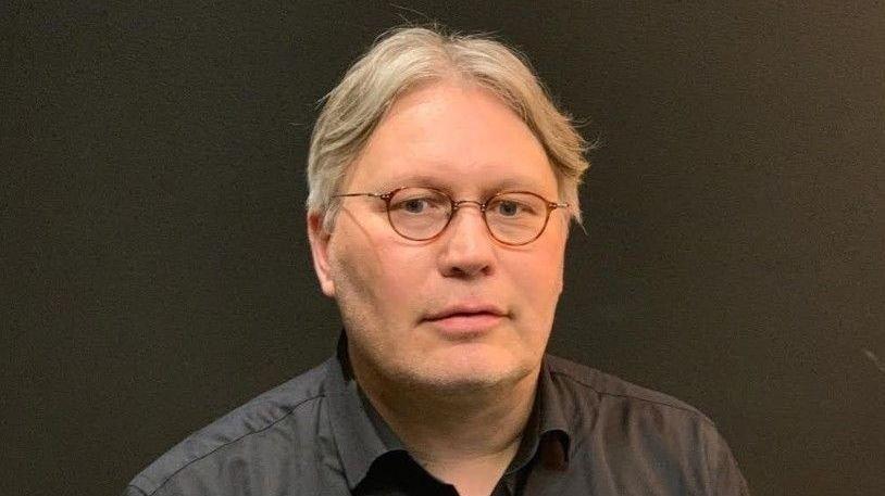 Klikk på bildet for å forstørre. KRITIKK: Politisk redaktør i Nordlys, Skjalg Fjellheim, kommer med sterk kritikk av Hurtigrutens håndtering av utbruddet.
