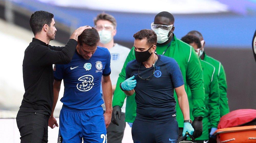 Klikk på bildet for å forstørre. SKADE: Cesar Azpilicueta fikk ikke FA-cupfinalen han hadde drømt om.