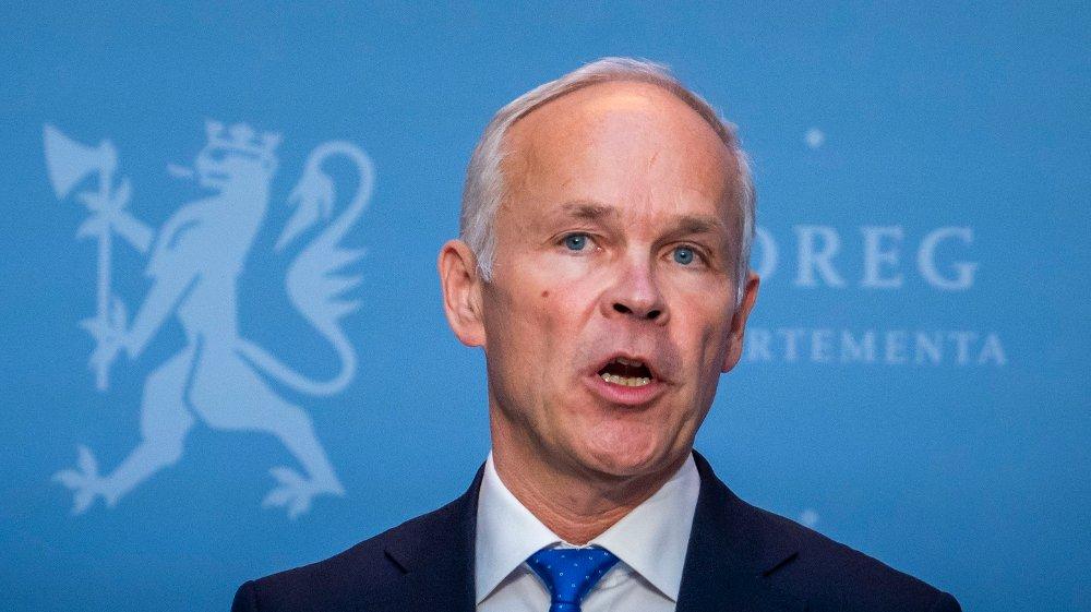 Klikk på bildet for å forstørre. MILLIARDER: Regjeringen og finansminister Jan Tore Sanner (H) har delt ut milliarder av kroner i tiltak for å redde bedriftene og privatpersoner gjennom koronaperioden.