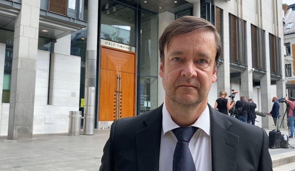 Klikk på bildet for å forstørre. Stjerneadvokaten John Christian Elden representerer Kjell Inge Røkke.