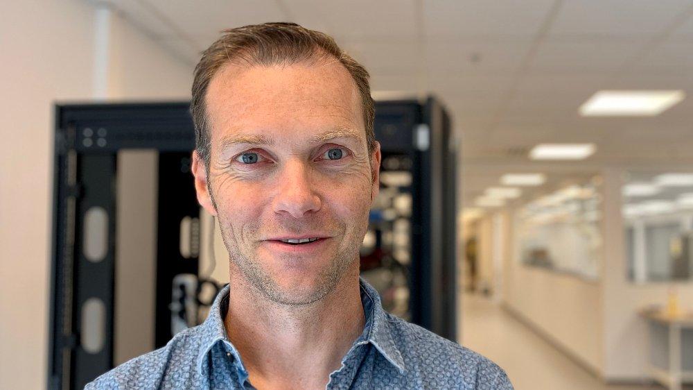 Klikk på bildet for å forstørre. FRA OLJE TIL BATTERIER: Beyonder-gründer Svein Kvernstuen jobbet flere år i oljeindustrien. Nå er han godt i gang med å bygge opp et teknologiselskap og vil tjene penger på banebrytende og miljøvennlige batterier.