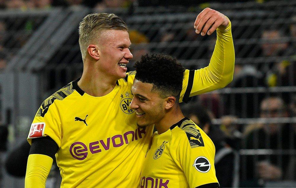 Klikk på bildet for å forstørre. NY AVTALE: Borussia Dortmund har i all hemmelighet forlenget avtalen til Jadon Sancho. Her sammen med lagkompis Erling Braut Haaland.