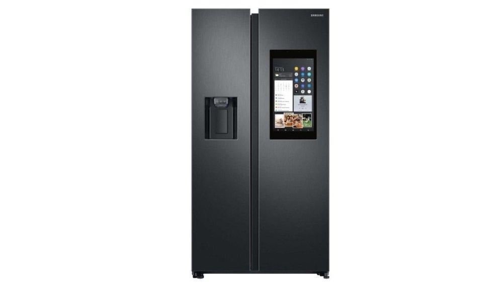 Klikk på bildet for å forstørre. Samsungs smarte kjøleskap kalles family hub, og gir deg en skjerm på kjøkkenet for beskjeder og annet.