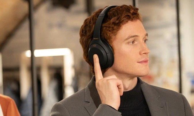 Klikk på bildet for å forstørre. Sonys hodetelefoner har den beste støydempingen, og den oppdaterte utgaven har veldig mange gode funksjoner.
