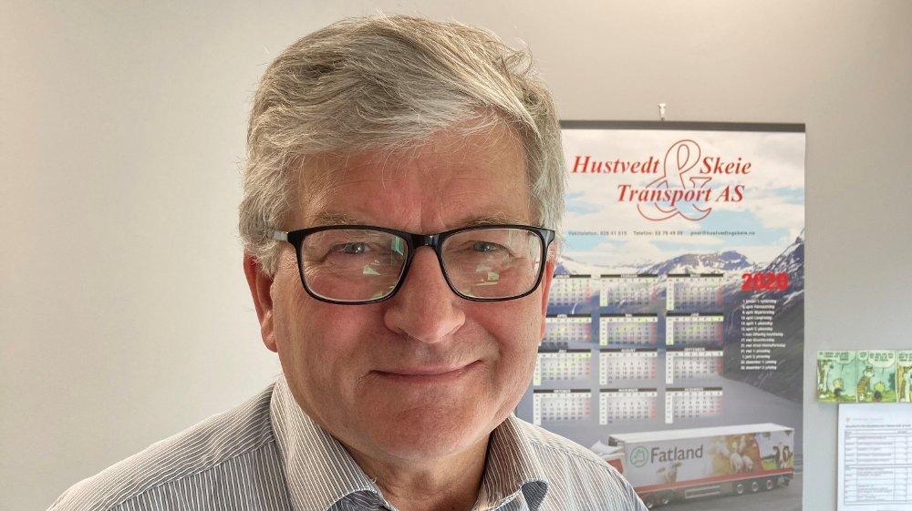 Klikk på bildet for å forstørre. KORONA PÅVIRKER: Koronakrisen har ført til et høyere salg av kjøttprodukter i Norge, og importert kjøtt må til for å dekke etterspørselen mener Leif Malvin Knutsen i Fatland.