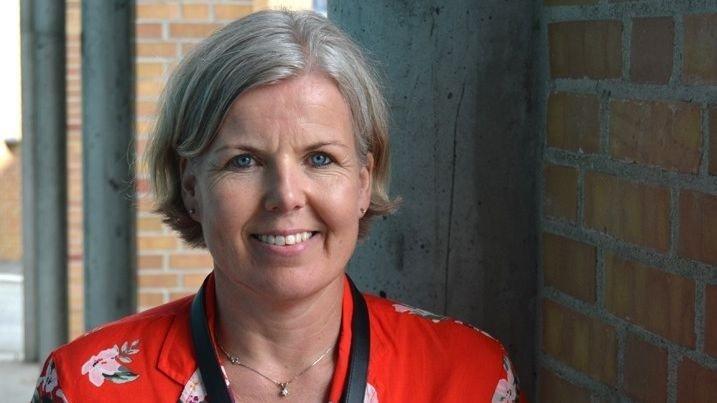 Klikk på bildet for å forstørre. UNGE LÅNER MER: Bankene har fått mulighet til å gi lån til kunder som ikke oppfyller standardkravene til banklån. Men det er fortsatt unge med trygge jobber, egenkapital eller foreldre som kausjonister som låner. – Et tankekors, mener Elisabeth Gilje Pedersen i Sparebank 1 SR-Bank.