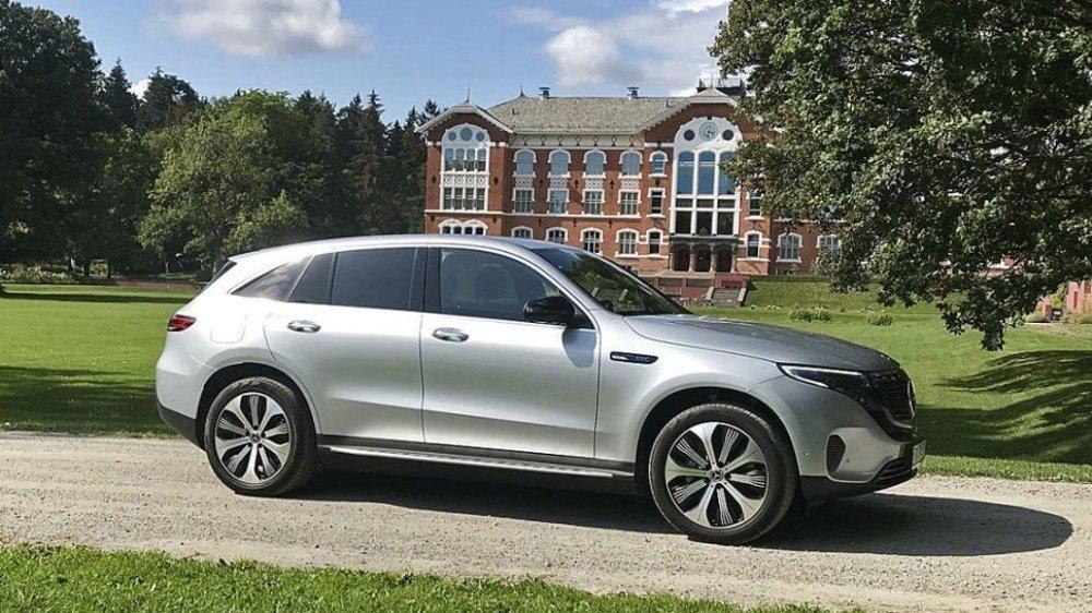 Klikk på bildet for å forstørre. Mange av de som har bestilt Mercedes EQC har ventet lenge på bilen sin. Men i sommer har det endelig løsnet.