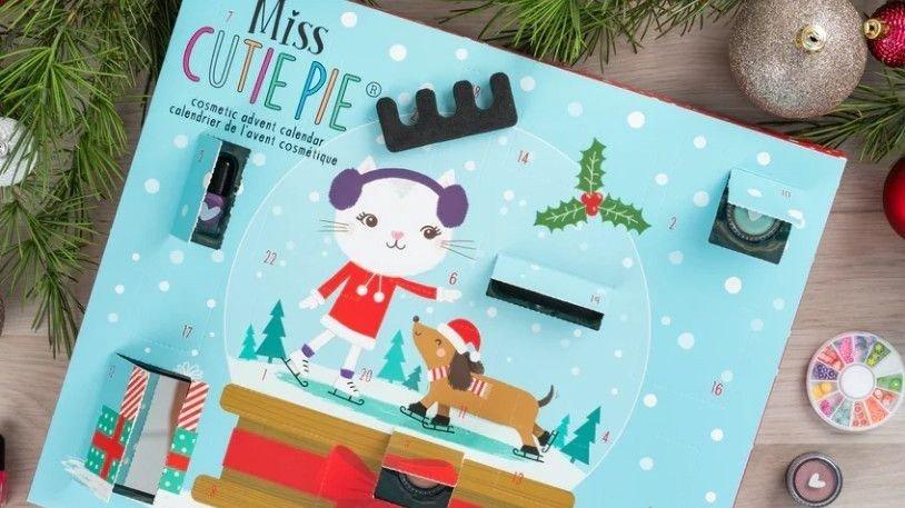 Klikk på bildet for å forstørre. Dette er en fin kalender for de yngste som liker sminke og skjønnhetsprodukter.