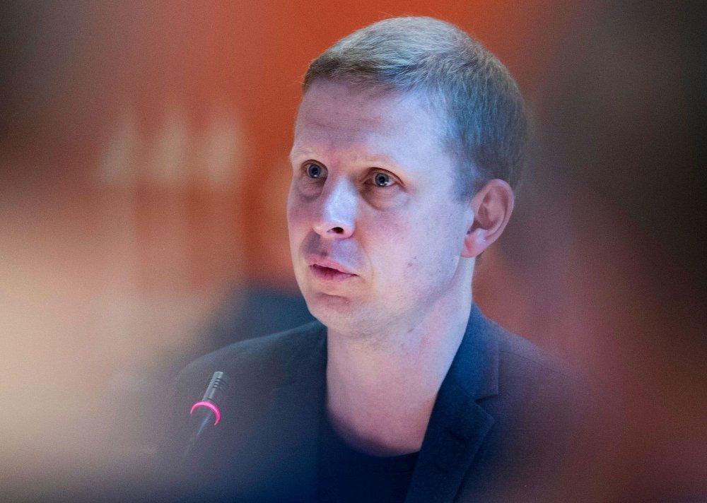 Klikk på bildet for å forstørre. AVVISER KRITIKKEN: Erik Lunde i KrF avviser kritikken fra Senterpartiet om at de stemte for å øke taxfree-kvoten i 2014.