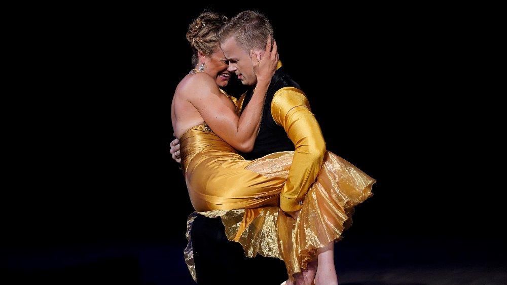 Klikk på bildet for å forstørre. Skal vi danse - program 01 2020 Birgit Skarstein og Philip Raabe Skal vi danse - program 01 Bildene kan kun brukes av media i forbindelse med omtale av TV 2 eller TV 2s programmer. FOTO: Espen Solli / TV 2