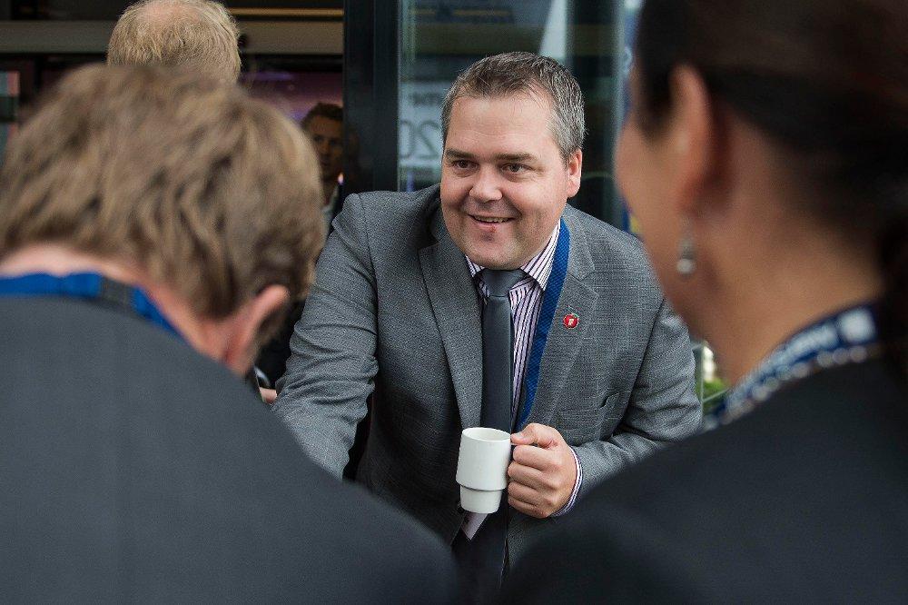 Klikk på bildet for å forstørre. Fylkesleder Roy Steffensen i Rogaland Frp sier ja til å ta Venstre inn i regjering, men er slett ikke sikker på at det vil slå heldig ut for eget parti.