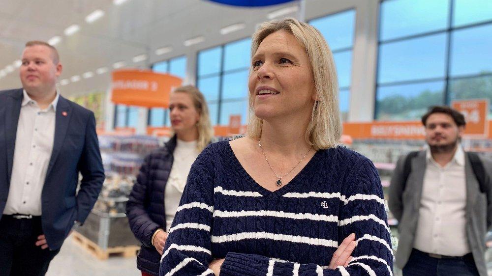 Klikk på bildet for å forstørre. REAGERER: – Det er jo ganske spesielt å besøke en Biltema-butikk uten noen bilrelaterte varer å kjøpe, sa Sylvi Listhaug (Frp) da hun besøkte varehuset i Stavanger i forrige uke.
