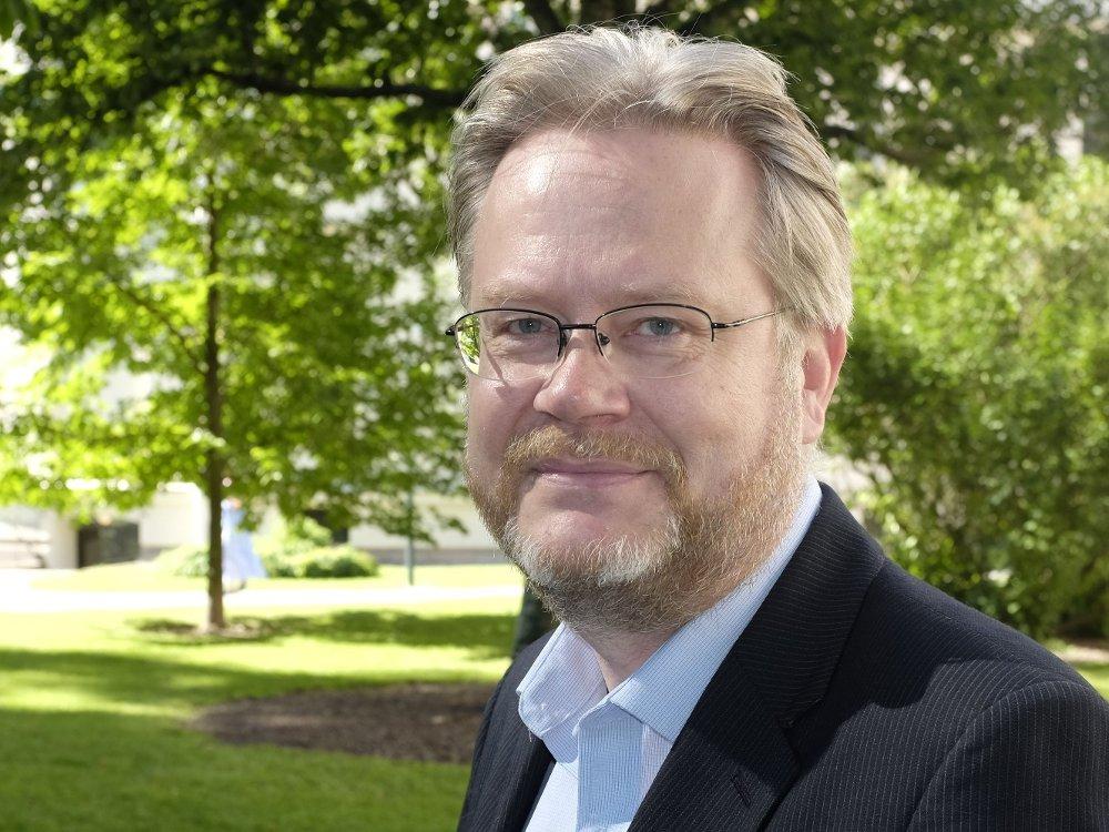 Klikk på bildet for å forstørre. Jan Arild Snoen er tallknuser, Minerva-skribent og forfatter av en helt ny Trump-bok.