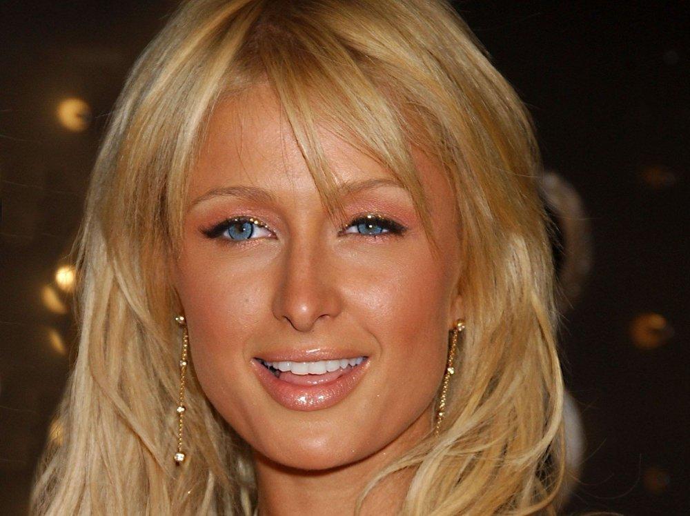 Klikk på bildet for å forstørre. FØR: Slik så Paris Hilton ut i 2004, før premieren på andre sesong av realityserien «The Simple Life».