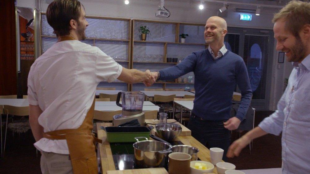 Klikk på bildet for å forstørre. REDDET UT AV KRISA: TV-kokk Kjartan Skjelde reddet Kenneth Jahnsen Collins ut av gjeldskrisa ved å tilby han en fast jobb på sin egen restaurant.