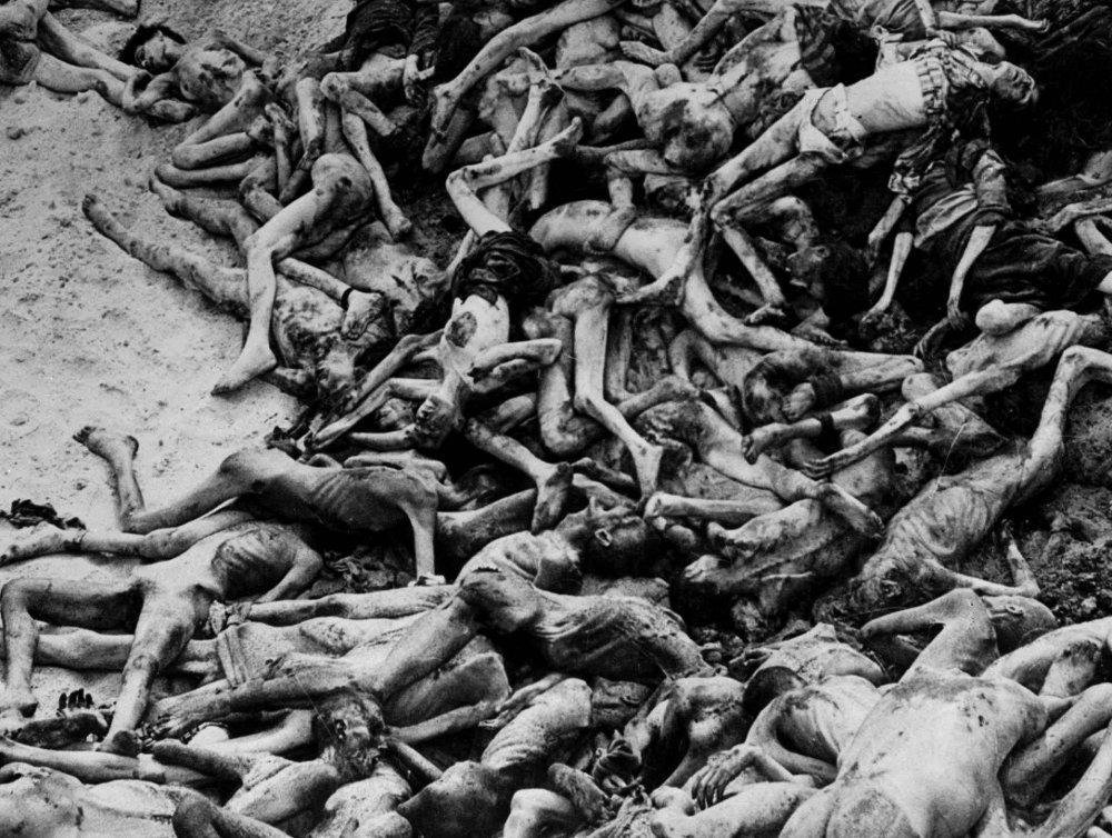 Klikk på bildet for å forstørre. Britiske styrker ble møtt av dette synet da de ankom konsentrasjonsleiren Bergen-Belsen i Tyskland i 1945.