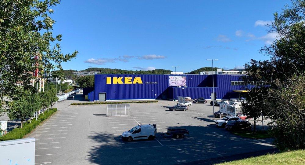 Klikk på bildet for å forstørre. FORSVINNER: Ikea anslår at rundt 40 prosent av varehusets parkeringsplasser vil være utilgjengelige mens sykkelstamvegen bygges de neste to årene.