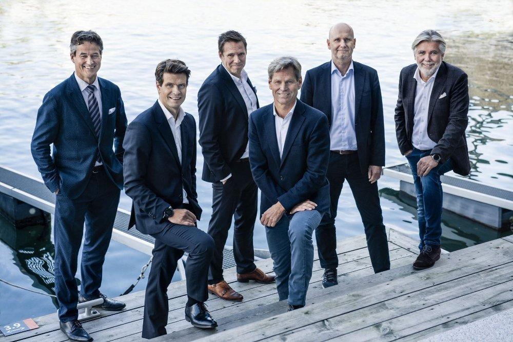 Klikk på bildet for å forstørre. NYTT SELSKAP: Disse skal lede det nye flyselskapet sammen med Erik G Braathen: Alf Sagen, Tord Meling, Thomas Ramdahl, Erik G. Braathen, Brede Huser og Bjørn Erik Barman-Jenssen.