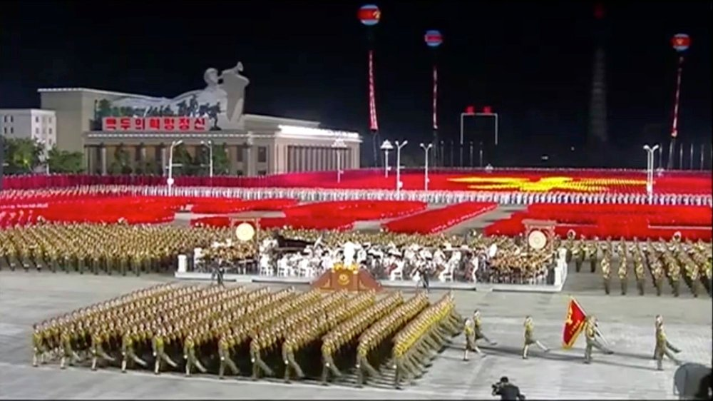 Klikk på bildet for å forstørre. North Korea Party Anniversary In this image made from video broadcasted by North Korea's KRT on Saturday, Oct. 10, 2020, military parade is held during a ceremony to celebrate the 75th anniversary of the countrys ruling party in Pyongyang.