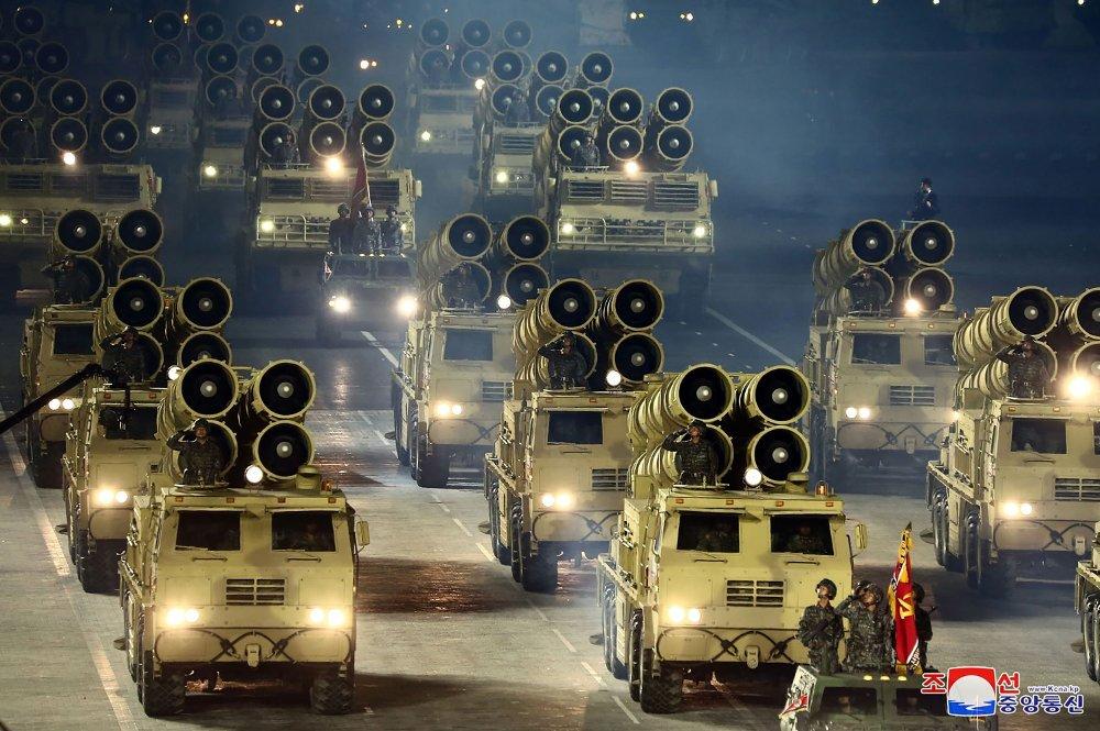 Klikk på bildet for å forstørre. This picture taken on October 10, 2020 and released from North Korea's official Korean Central News Agency / South Korea OUT / ---EDITORS NOTE--- RESTRICTED TO EDITORIAL USE - MANDATORY CREDIT