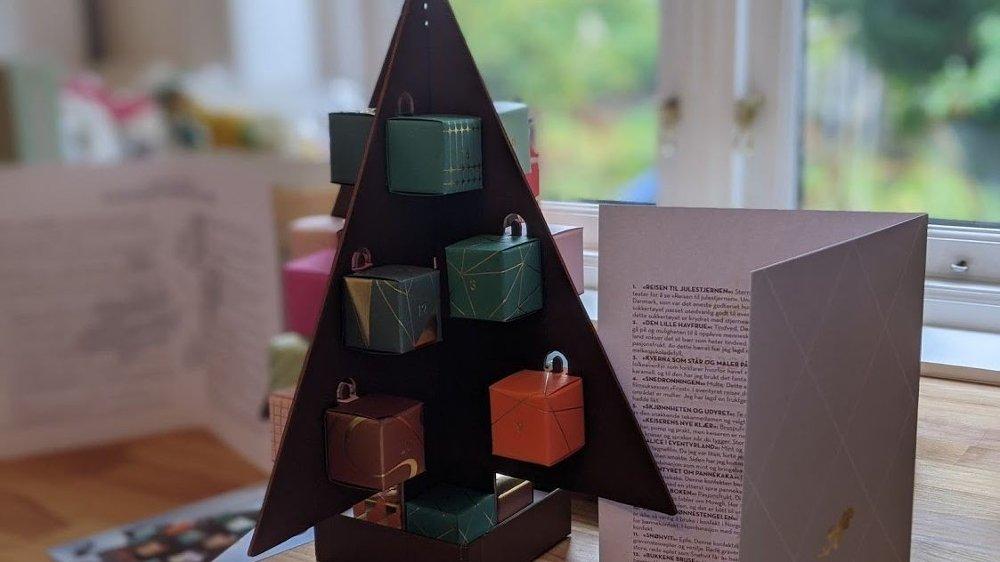 Klikk på bildet for å forstørre. Dette er en vakker kalender med sjokolade som er så god at det knapt kan beskrives med ord.