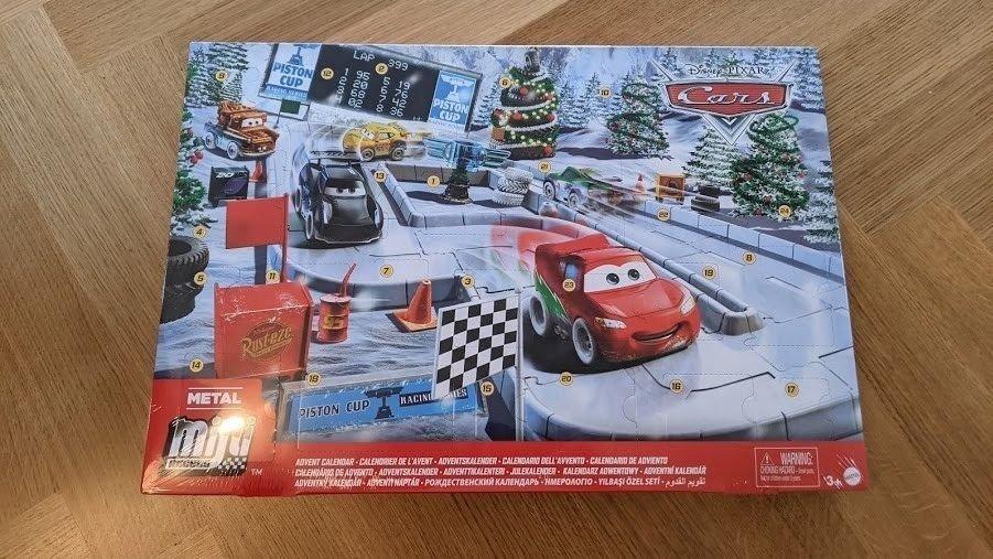 Klikk på bildet for å forstørre. Pixar Cars Mini er en fin kalender for barn
