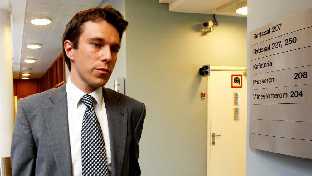 Klikk på bildet for å forstørre. OSLO 20080604: Byggmester Harald Langemyhrs forsvarer, Petar Sekulic, ankommer fengslingsmøtet for Langemyhr i Oslo tinghus onsdag ettermiddag.