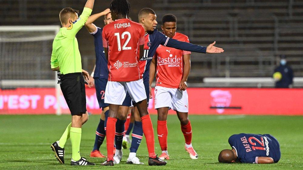 Klikk på bildet for å forstørre. French referee Clement Turpin