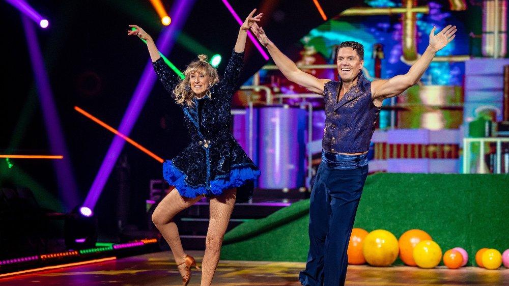 Klikk på bildet for å forstørre. Andreas Wahl og Mai Mentzoni. Skal vi danse - program 06. Bildene kan kun brukes av media i forbindelse med omtale av TV 2 eller TV 2s programmer.