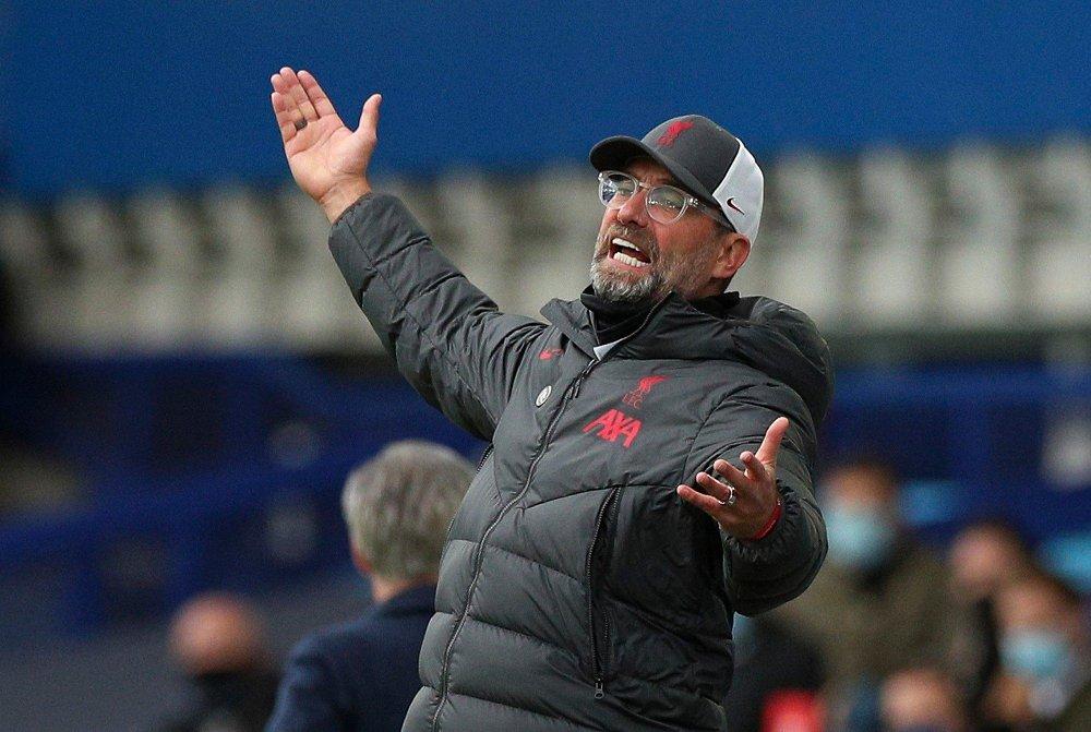 Klikk på bildet for å forstørre. FRUSTRASJON: Liverpool og manager Jürgen Klopp fikk ikke avgjørelsene med seg i lørdagens hete byderby borte mot Everton.