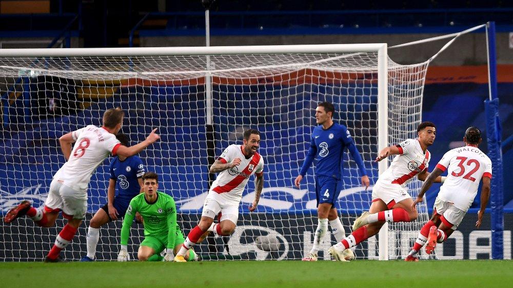 Klikk på bildet for å forstørre. UTLIGNET: Che Adams og Southampton-spillerne kunne feire etter å ha utlignet til 2-2.