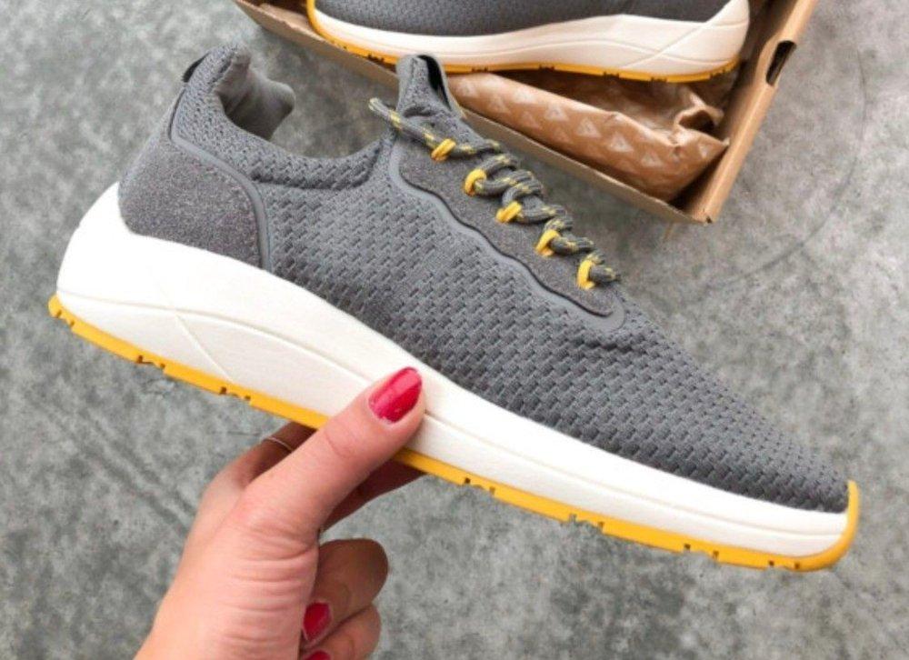 Klikk på bildet for å forstørre. grå sko