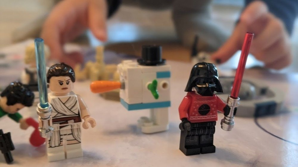 Klikk på bildet for å forstørre. Joda, Darth Vader har fått julegenser. Likevel: Det er litt både og denne kalenderen.