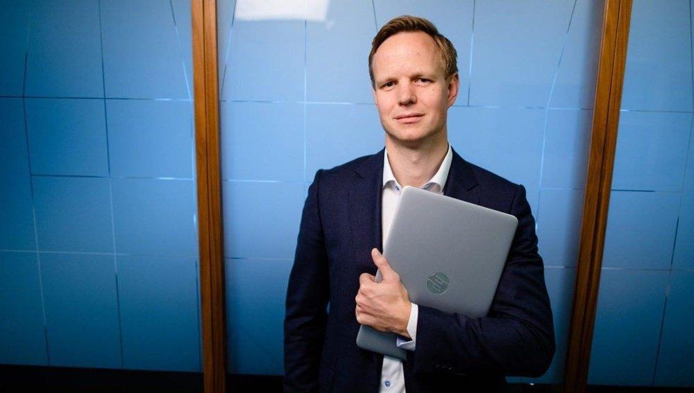 Klikk på bildet for å forstørre. SKREMMENDE: Terje Fjeldvær i DNB kaller utviklingen i bedragerier mot banken og kundene.