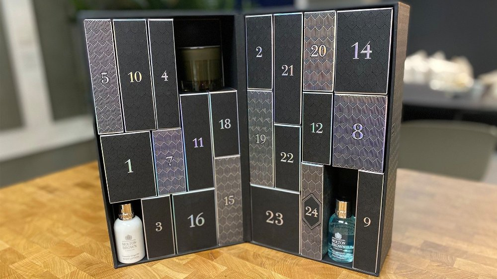 Klikk på bildet for å forstørre. Her er tre av produktene som fulgte med. En body lotion, duftlys og shampoo.