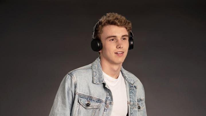 Klikk på bildet for å forstørre. Buddyphones POP er supre hodetelefoner for den unge tenåringen.