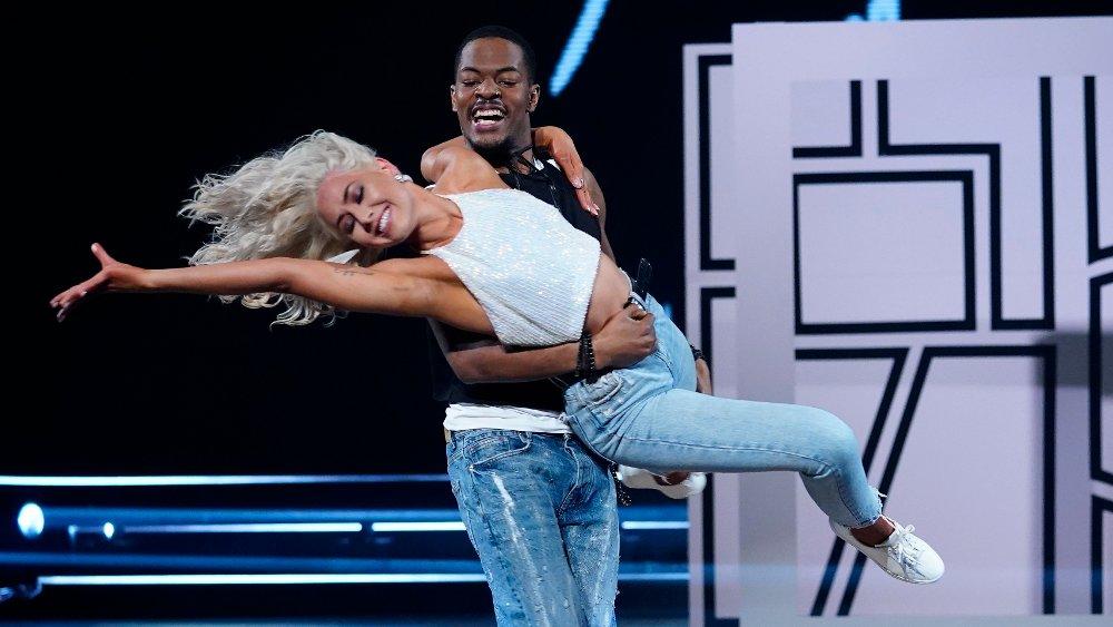 Klikk på bildet for å forstørre. Skal vi danse - program 11 2020 Nate Kahungu - Helene Spilling Jive - Take On Me / A-Ha Skal vi danse - program 11 Bildene kan kun brukes av media i forbindelse med omtale av TV 2 eller TV 2s programmer. FOTO: Espen Solli / TV 2