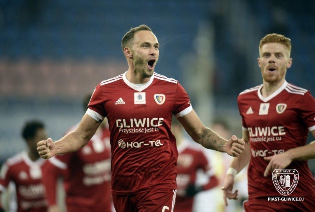Sønn til tidligere Milan-stjerne er eneste engelskmann i Polen