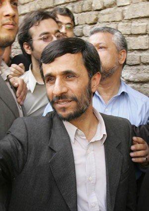 Den konservative Mahoud Ahmadinejad (47) er valgt til ny president i Iran.