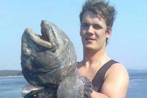 Joar Laksy med den 16,9 kilo steinbiten.