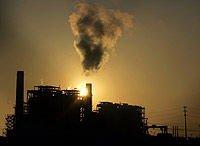 Kraftverk som går på kull forurenser svært mye fordi så mye karbondioksid slippes ut i atmosfæren. Kina bygger kullkraftverk i stor stil.