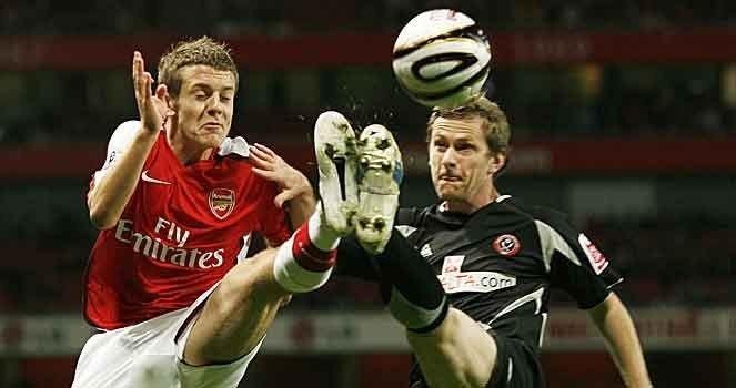 Jack Wilshere, Arsenal (16 år) og Gary Naysmith, Sheffield United.