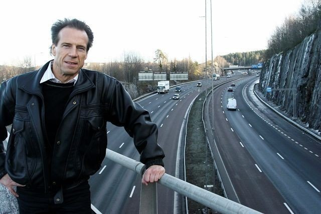 Jan Bøhler, her avbildet ved E6 på Furuset, har liten sans for Peter N. Myhres kritikk av miljøfartsgrensen langs Trondheimsveien. Arkivfoto