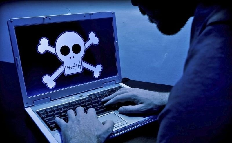 PIRAT: Et par uker etter at Platekompaniet går digitalt, starter rettssaken mot de fire personene som startet The Pirate Bay i Sverige.