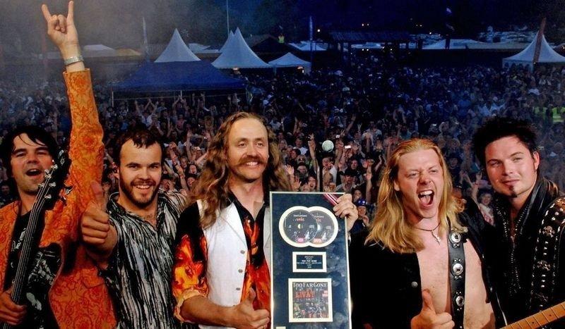 Æ E TRØNDER Æ: Too Far Gone heter bandet, og synger på trøndersk. Et av flere country-danseband som tar opp arven etter Åge Aleksandersen. (Foto: toofargone.no)